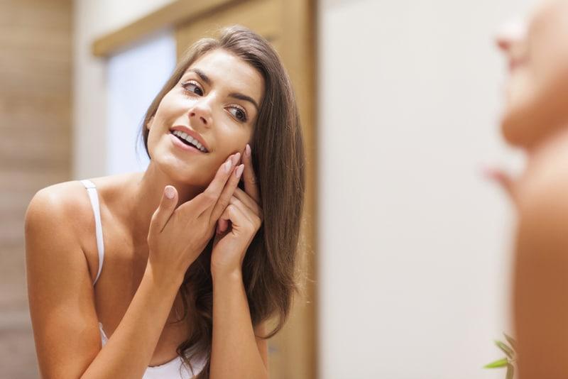 Foto sobre Acne: Causas, Sintomas, Tipos e Tratamentos